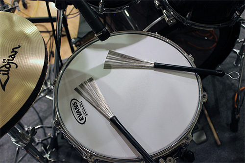 Snare with brushes